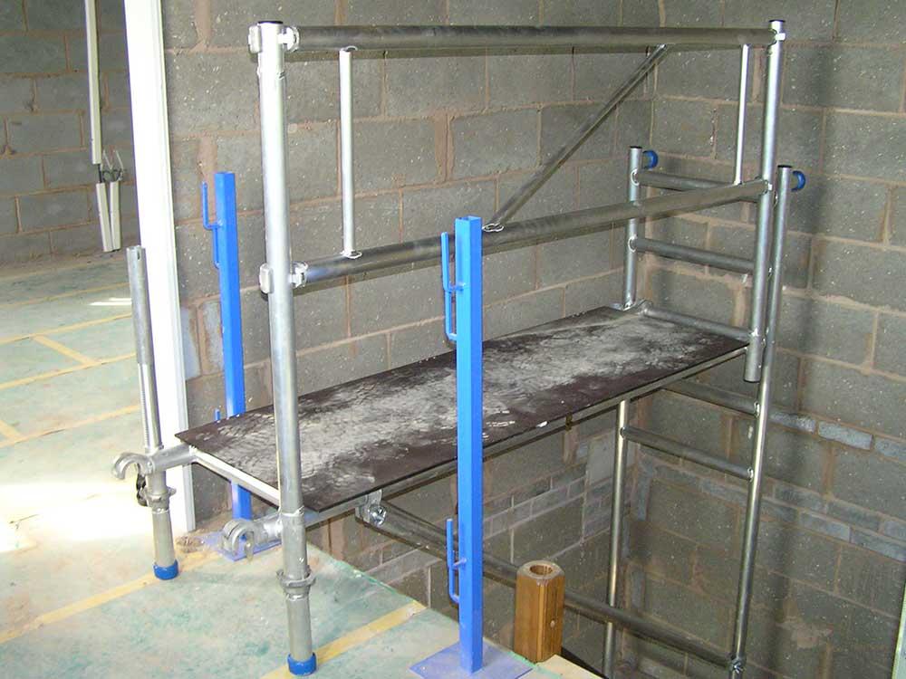 HSE compliant stariwell platform